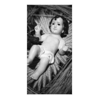 Jesús en el pesebre tarjeta fotografica personalizada