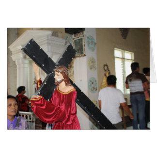 Jesús lleva la cruz tarjeta de felicitación
