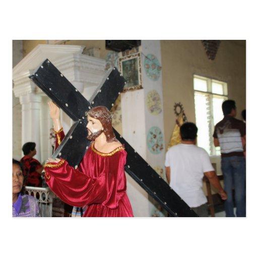 Jesús lleva la cruz tarjeta postal