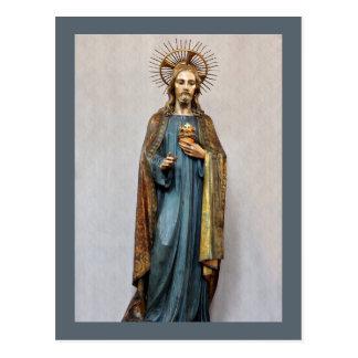 Jesús que lleva a cabo el corazón sagrado de oro postal