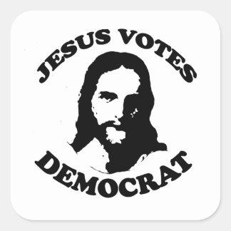 Jesús vota al demócrata calcomania cuadradas personalizadas