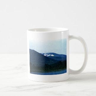 jGibne del arte snap-36518 de las montañas de Taza Básica Blanca