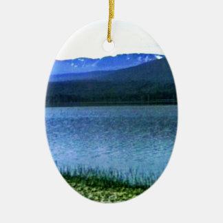jGibney del arte -36909a1 de las montañas de Adorno Navideño Ovalado De Cerámica