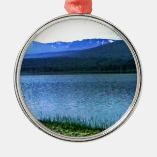 jGibney del arte -36909a1 de las montañas de Adorno Navideño Redondo De Metal