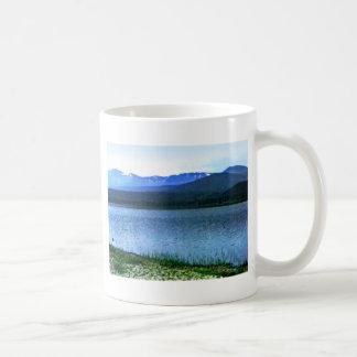 jGibney del arte -36909a1 de las montañas de Taza Básica Blanca
