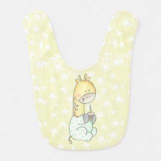 Jirafa del bebé con el babero del bebé de la