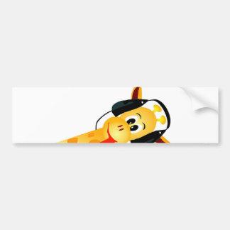 jirafa divertida con los auriculares etiqueta de parachoque