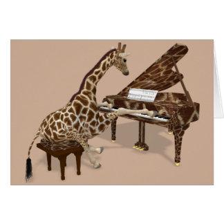 Jirafa dulce que juega el piano tarjeta de felicitación