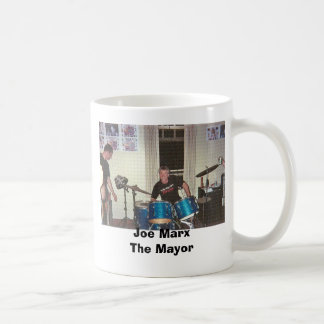 Joe en el GIF de los tambores, alcalde de Joe Taza Básica Blanca
