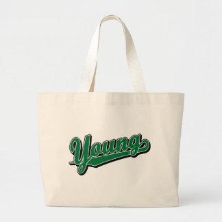 Jóvenes en verde bolsas