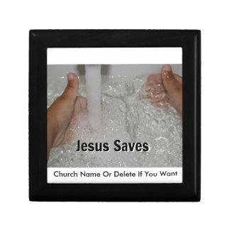 Joyero Jesús en agua con dos pulgares sube la promoción