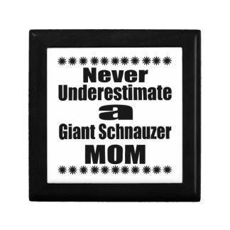 Joyero Nunca subestime a la mamá del Schnauzer gigante