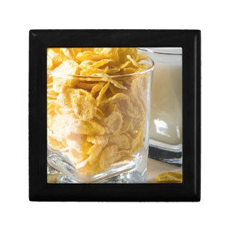 Joyero Vidrio de cereal seco y un vidrio de leche