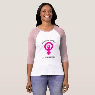 Jubilado feminista rosado el | estoy persistiendo camiseta