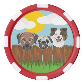 Juego De Fichas De Póquer Perros afortunados del ilustracion en una cerca de