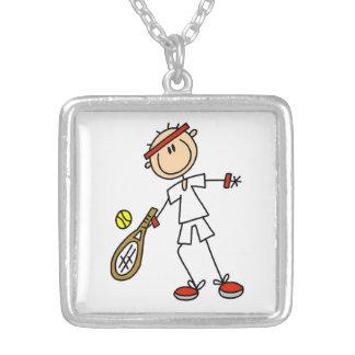 Jugador de tenis de sexo masculino colgante cuadrado