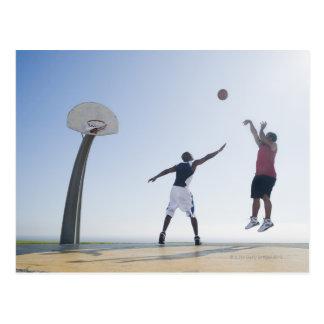 Jugadores de básquet 3 postal