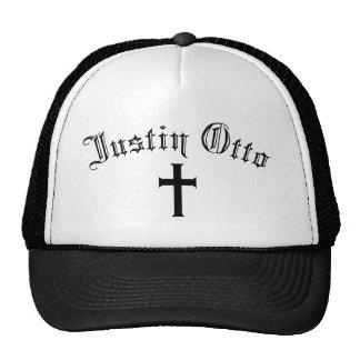 Justin Otto con la cruz Gorros