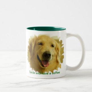 Juumelle tiene una taza de café