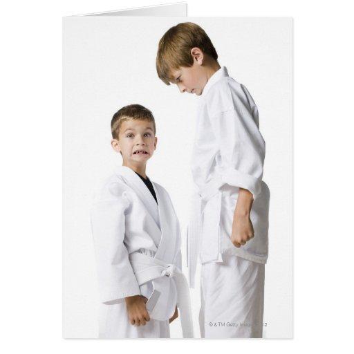 juventud que practica artes marciales felicitacion