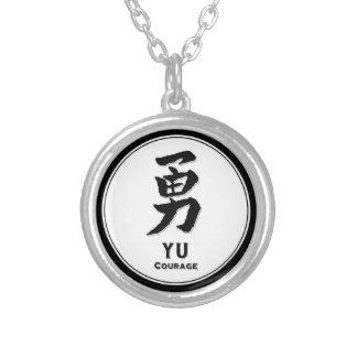 Kanji del samurai de la virtud del bushido del collar plateado