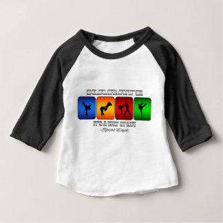 Karate fresco es una manera de vida camiseta de bebé
