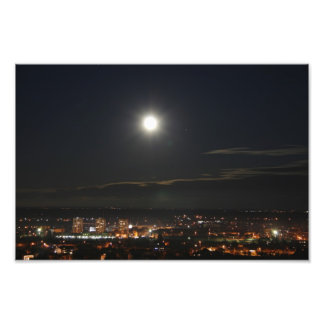 Karlovac bajo claro de luna cojinete