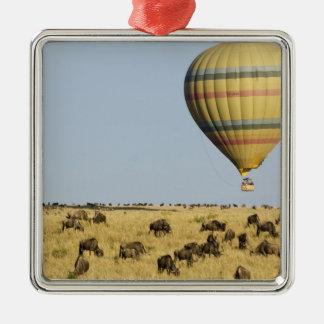 Kenia, Masai Mara. Los turistas montan el globo de Ornamento Para Reyes Magos