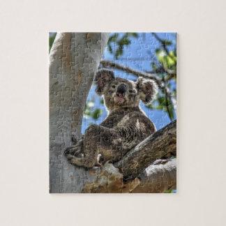 KOALA EN EFECTOS DEL ARTE DE AUSTRALIA DEL ÁRBOL PUZZLE