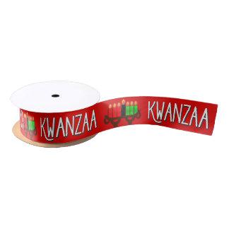 Kwanzaa con las velas de Kinara del Lit en rojo Lazo De Raso