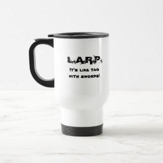 L.A.R.P. ¡Es como etiqueta con las espadas! Taza Térmica