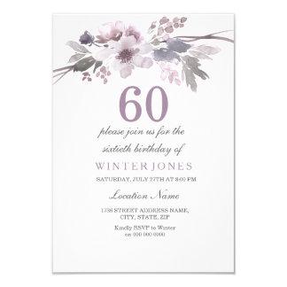 La 60.a fiesta de cumpleaños floral púrpura bonita invitación 8,9 x 12,7 cm
