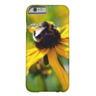 La abeja macra original del caso de Iphone Funda Barely There iPhone 6