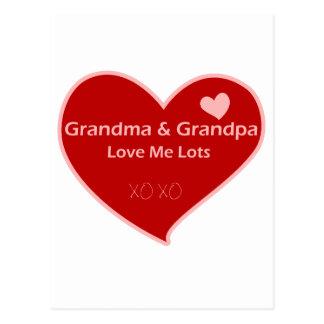 La abuela y el abuelo me aman postal