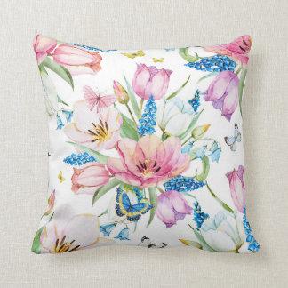 La acuarela hermosa pintada florece la almohada