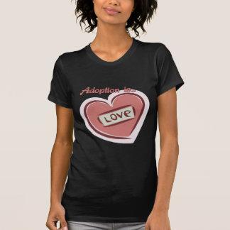 La adopción es amor camiseta
