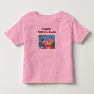 La adopción nos hizo a una familia camiseta