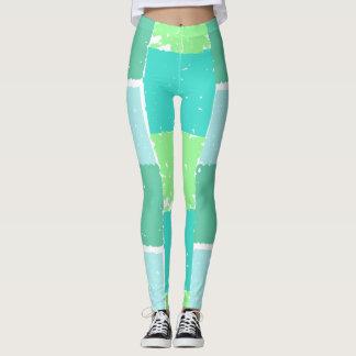 La aguamarina acuña las polainas de moda del leggings