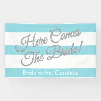 La aguamarina, aquí viene la novia, bandera