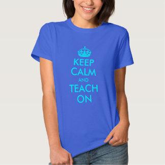 La aguamarina guarda calma y la enseña encendido camiseta