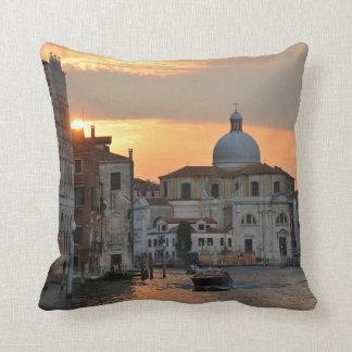 La almohada de Venecia del Gran Canal