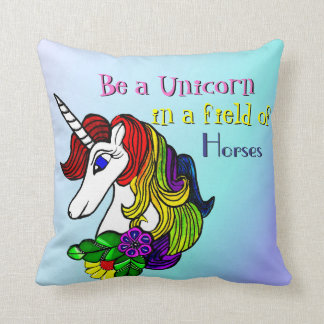 La almohada del unicornio sea un unicornio en un