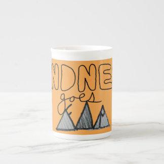 """La """"amabilidad va lejos"""" taza de té de motivación taza de porcelana"""