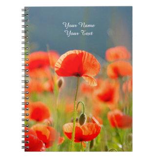 La amapola roja de las amapolas florece el cielo cuaderno