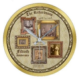 La antigüedad del aniversario de boda de oro reloj redondo grande