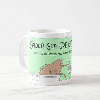 La araña envuelve los regalos taza de café