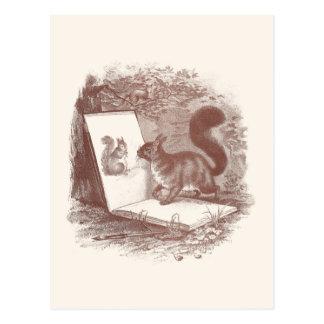 La ardilla admira el bosquejo del uno mismo postal