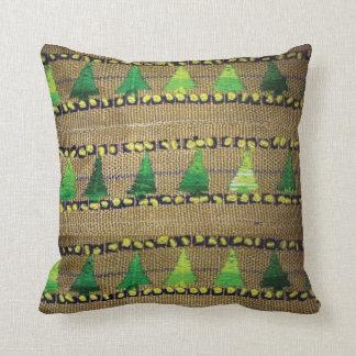 La arpillera y el hilado bordaron la impresión del almohada