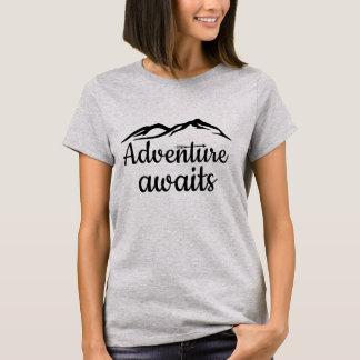 La aventura aguarda camiseta