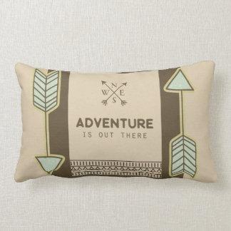 La aventura está hacia fuera allí almohada